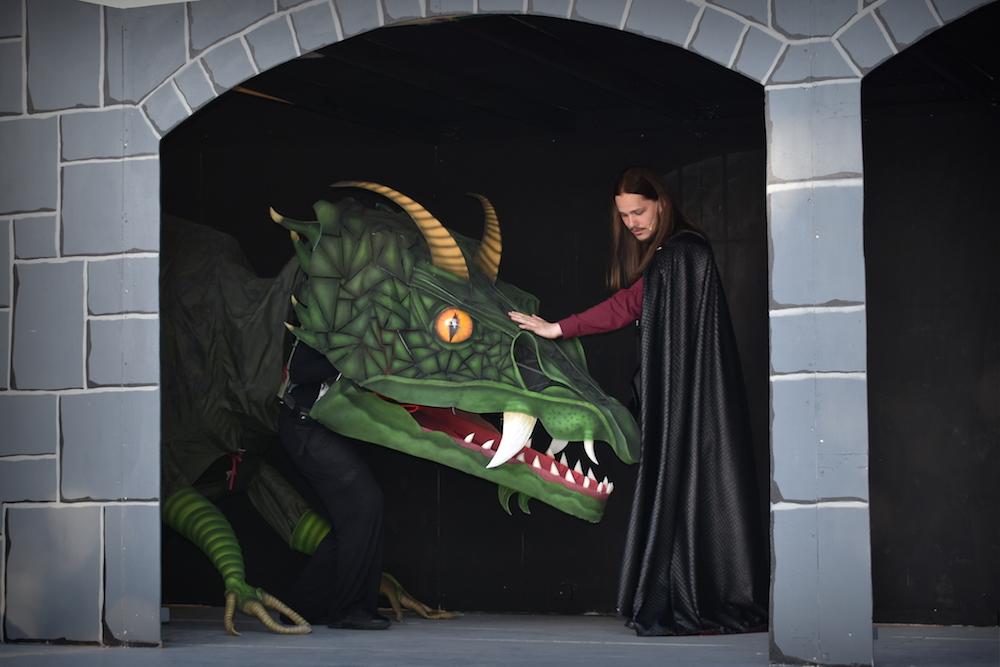 """Dragen til """"Skammerens Datter"""" blev skræddersyet til instruktørens behov. Max. 180 høj og gerne 6 m lang og så skulle den kunne bide. Foto: Skansespillet"""